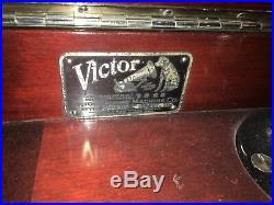 1914 Antique Victor Victrola Mahogany Phonograph VV XIV