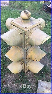 3 light 4 way traffic light antique- with a little tic it works