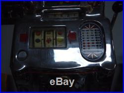 Antique Slot Machine 5¢ O. D. Jennings 1946 Standard Chief