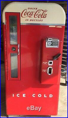 Antique coca cola Machine Model H81A Vendo Stored For Twenty Years
