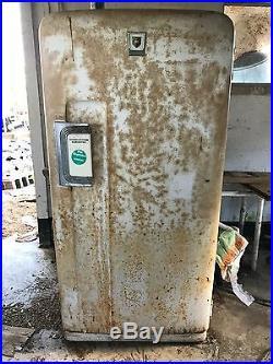 Vintage antique 1950's refrigerator international harvester model UA 87